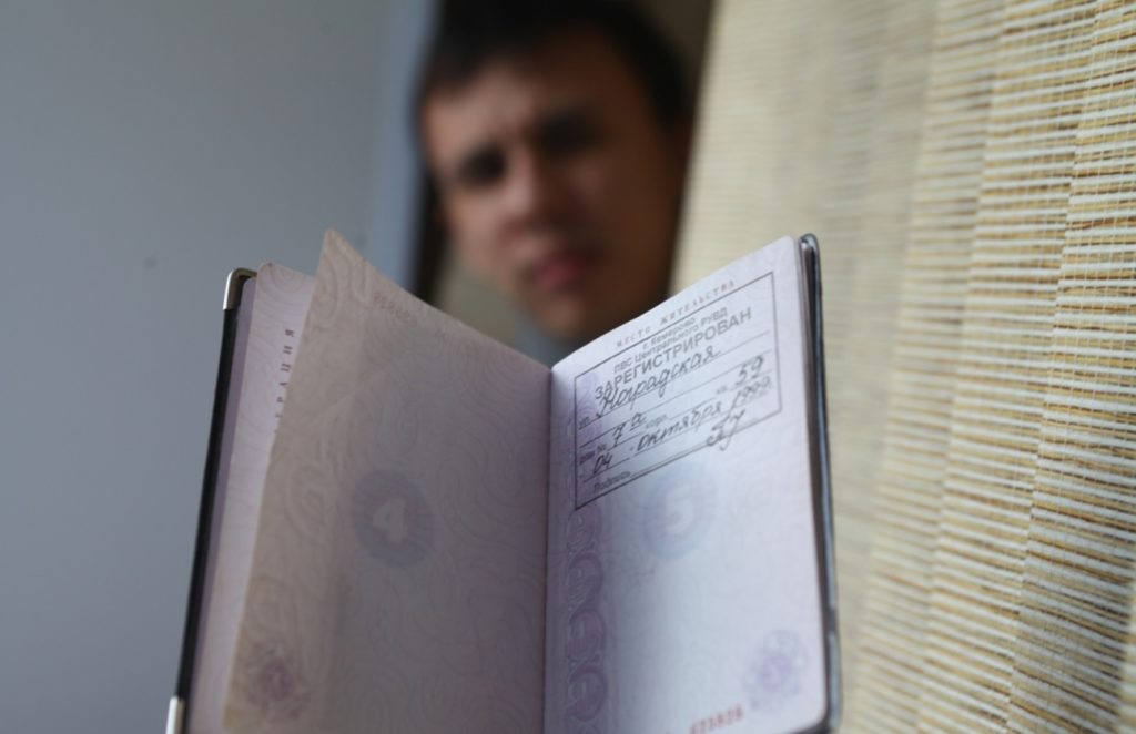 Как прописать человека без права на жилплощадь