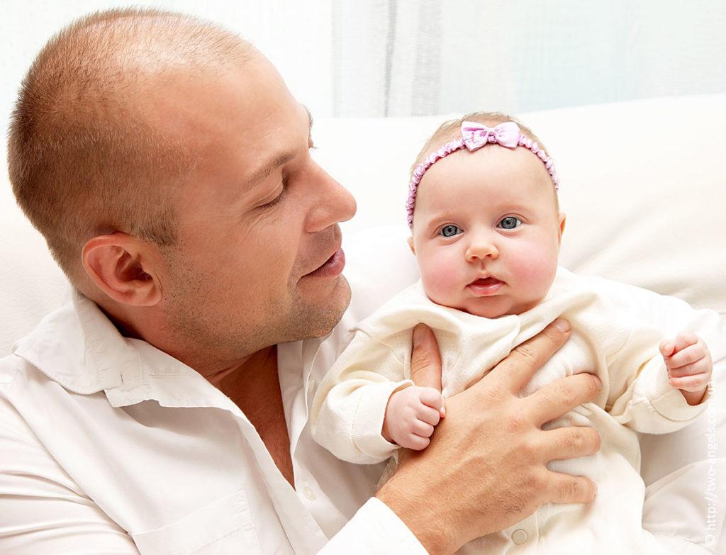 Может ли отец без согласия матери выписать ребенка из квартиры