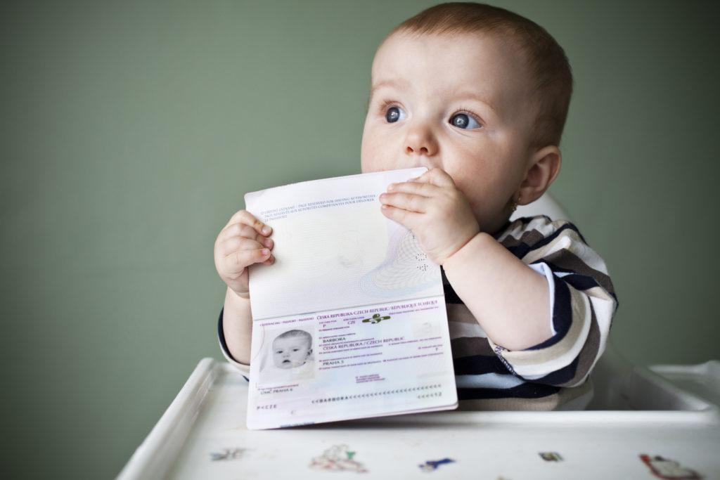 Как можно прописать ребенка по месту прописки его отца