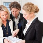 Возможна оформление ипотеки на одного человека, а регистрация жилья на другого, если он является созаемщиком