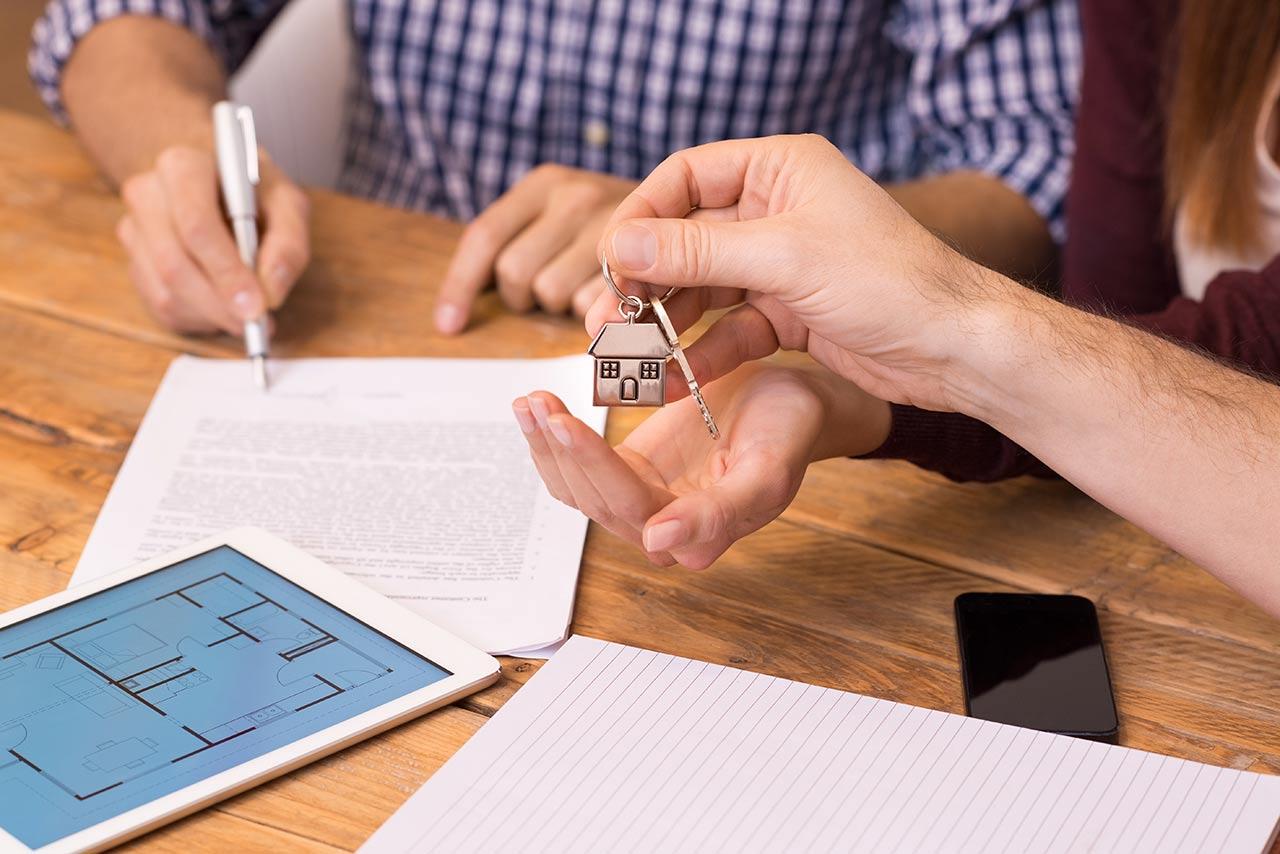 Можно ли продать квартиру с прописанным человеком без его согласия