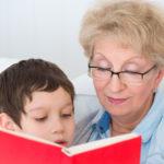 После 14 лет ребенка можно прописать к бабушке