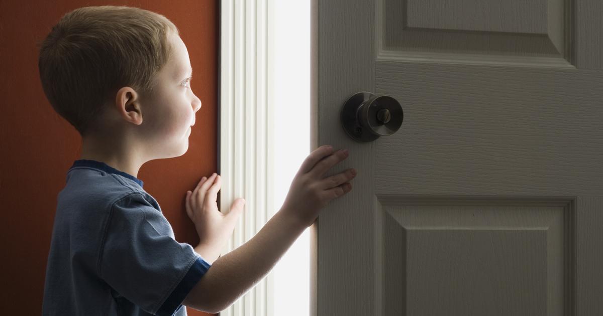 Можно ли выписать ребенка из квартиры в никуда, если он не собственник