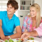 Заемщики могут проживать в квартире с близкими родственниками