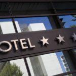 Местом пребывания граждан признается гостиница