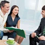 Прийти в агенство недвижимости для подписания соглашения на продажу жилья