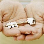 Справка об отсутствии задолженности по коммунальным платежам нужна при продаже квартиры