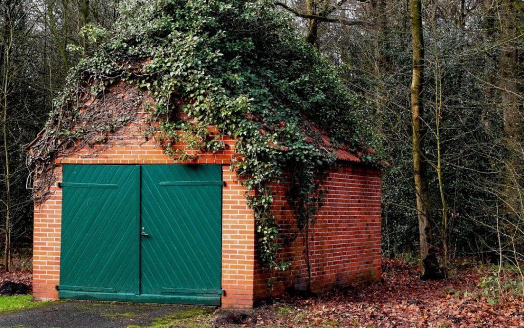 Как оформить в собственность землю под гаражом