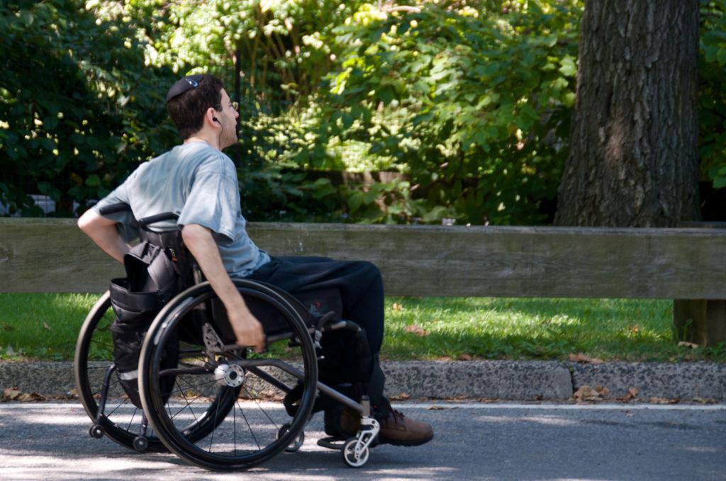 Должен ли инвалид 2 группы платить налог на землю