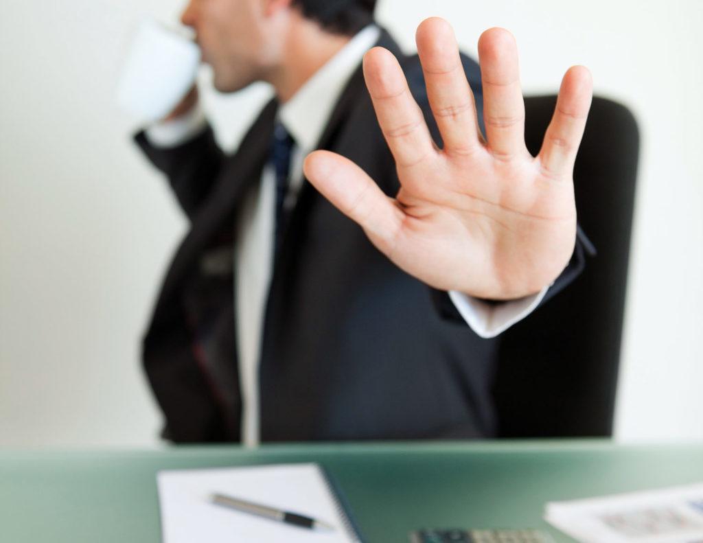 Может ли управляющая компания отказаться от управления домом